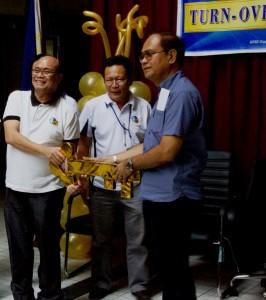 Representing outgoing RD Leo Van V. Juguan, CESO V, MSESDD Chief Engr. Rene B. de la Cruz turning over the key of responsibility to RD  de Dios.